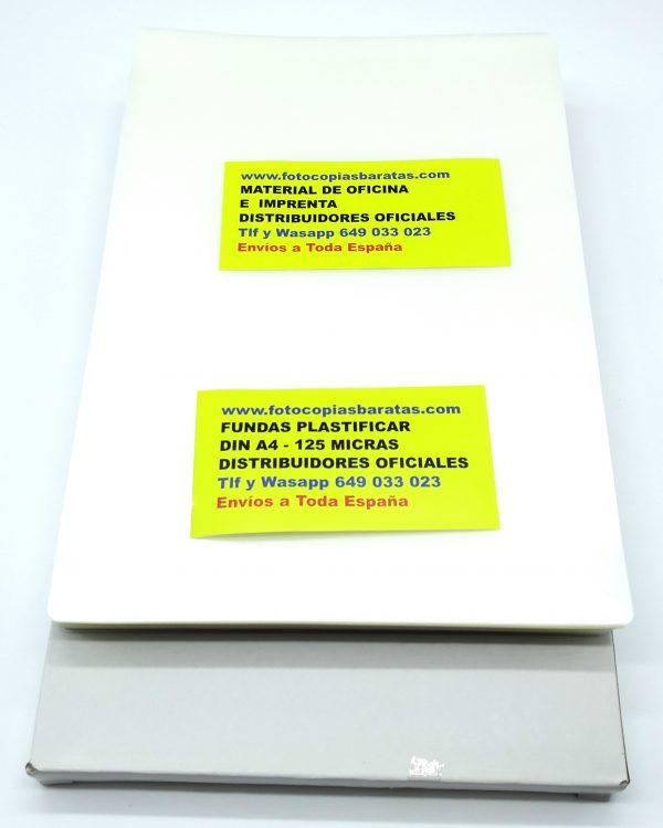 Fundas de Plastificar Din A3 de 125 Micras Sellado Perfecto en Pack de 100 Fundas Súper Económicas recomendadas para Colegios Oficinas Manualidades Cartas de Menús de Bares y Restaurantes Plastificación de Carteles Tarifas de Precios Documentos Plastificados para Oficinas Láminas de Plastificado Recomendadas por todas las marcas de Plastificadoras por su Excelente relación Calidad Precio Este Pack Súper Ahorro de 100 Fundas de Plastificar Din A3 de 125 micras supera ampliamente los mejores precios ofertados por otras marcas con menos micras de grosor Estas Láminas de Plastificado Din A3 se pueden incluso doblar a la mitad nada más pasar por la plastificadora para que la tarifa de precios pueda quedar doblada a la mitad tipo librillo Din A4. Las fotos y carteles que plastificamos con estas láminas plastificadoras adquieren mayor viveza y colorido gracias al plastificado Si por cualquier motivo no les gustase nuestra calidad de Bolsas de Plastificación súper baratas puede devolver las no usadas Estas Bolsas de Plastificación Din A3 125 micras le garantizan un uso súper duradero aunque les de el sol el agua las manipulen personas etc Gracias a utilizar nuestras láminas de plastificación A3 de sellado perfecto con 125 micras sus documentos permanecerán siempre intactos Su diseño flexible y transparente le permite utilizar estas fundas para plastificar multitud de materiales Gracias a su excelente precio merece la pena comprarlas en Pack de 100 Nuestras Fundas A3 de Plastificación son las más usadas de España Sus 125 micras de grosor son perfectas para asegurar máxima durabilidad Si aún así usted recibe nuestro Pack Ahorro y no le gusta lo devuelve Fundas de Plastificar Din A3 de 125 Micras con la Mejor Relación Precio Calidad del mercado No podemos garantizar este precio de manera indefinida aproveche ahora esta oferta de Bolsas de Plastificación A3 Fundas de Plastificación Din A3 125 Micras Sellado Perfecto en Pack Ahorro de 100 Láminas Súper Baratas para Colegios y of